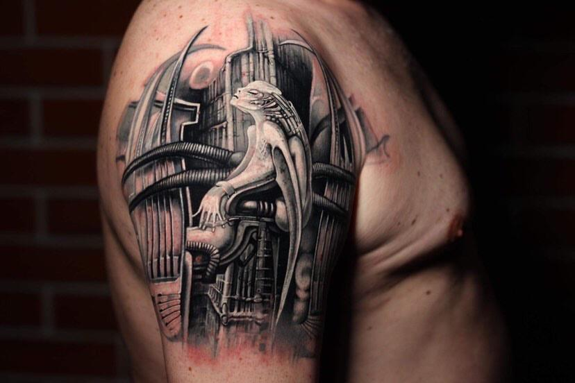 Alien in Stadt Black and Grey Tattoo