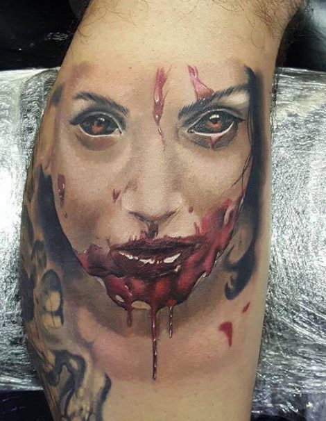 Horror Tattoo Vampir mit Blut