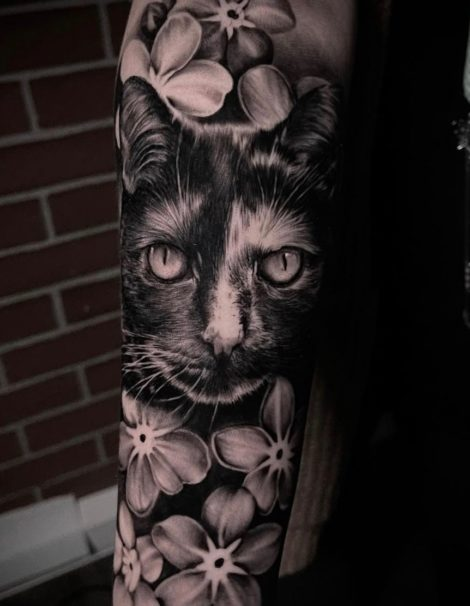 Katze mit Blumen Black and Grey Tattoo