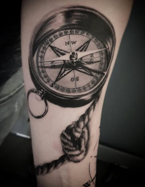 Kompass mit Segelknoten Tattoo