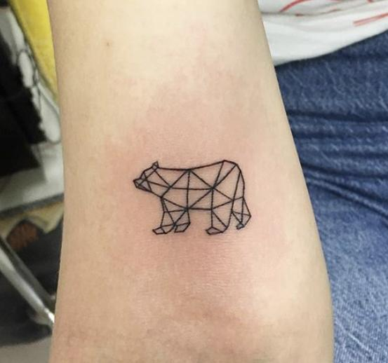 Linework Dotwork Tattoo Bär