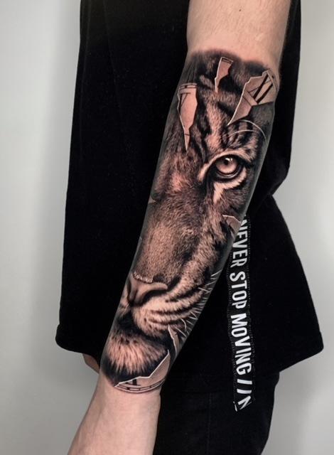 Unterarm löwe tattoo frau Unterarm Tattoo