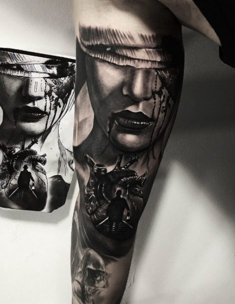 Oberarm Herz und Frau Black and Grey Tattoo