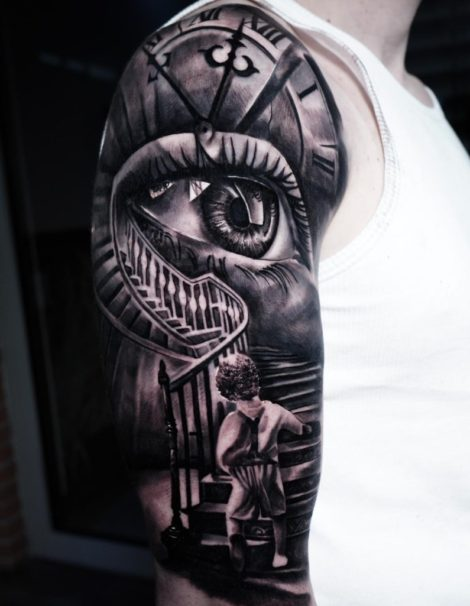 Oberarm Treppe Auge Kind Tattoo