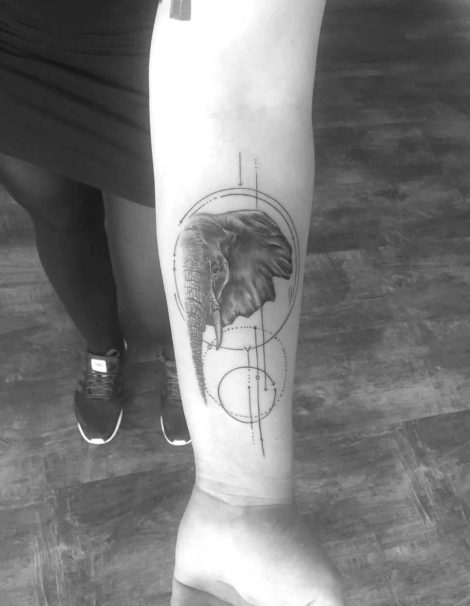 Sketch Abstract Tattoo Elefant mit Symbol