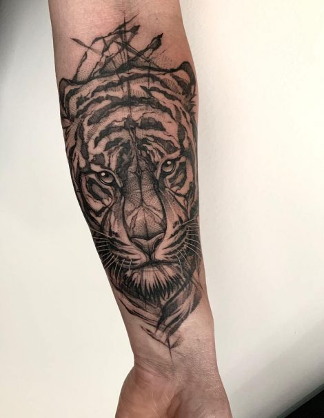 Sketch Abstract Tattoo Tiger auf Unterarm