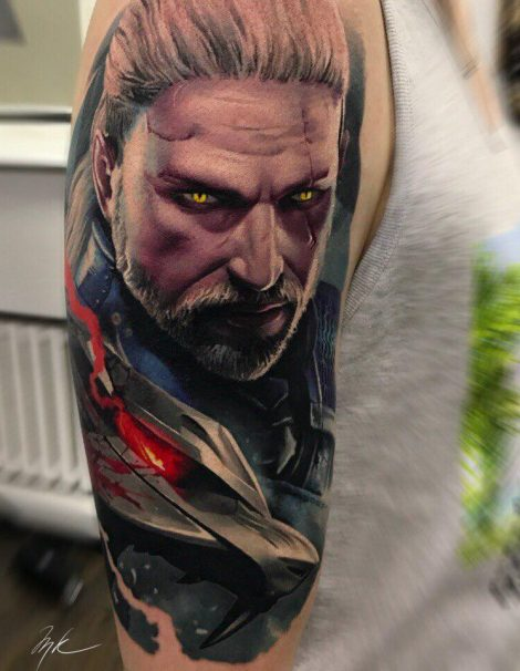 The Witcher Color Tattoo auf Oberarm