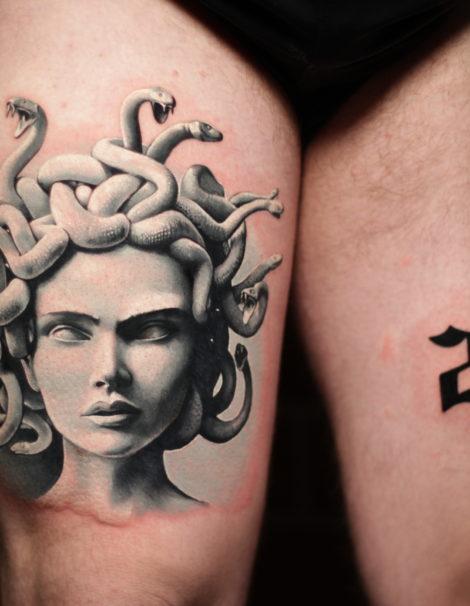 medusa-kopf-auf-bein-tattoo